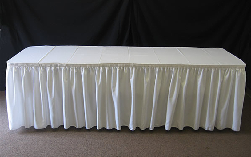 6' Table w/ Linen and Skirt